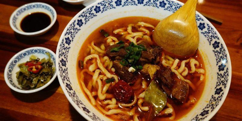 【食記*高雄】林素蘭牛肉麵,獨特雙醬,功夫麵條Q彈帶勁 ♥ 麻辣牛肉麵麻而不香、不辣