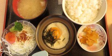 日本河口湖 道の駅かつやま Restaurant 公路餐廳 山藥泥飯與鍋燒麵的火花