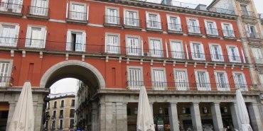 Madrid Plaza Mayor 馬德里主廣場 拍照的同時當心荷包