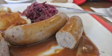 美國加州。Solvang。丹麥區。Red Viking Restaurant。肉汁香腸一級棒啊