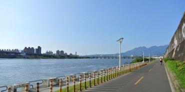 鐵馬自由行。台北河濱自行車道。吃喝玩樂又甩肉~左擁右抱啊