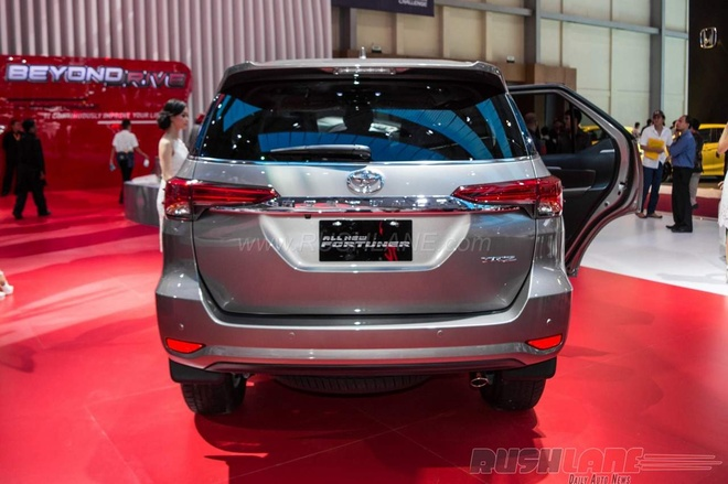 Toyota Fortuner hoan toan moi lo dien tai Indonesia hinh anh 3