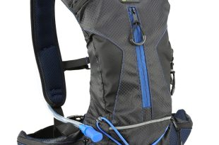 Evecase Daypack with 2 Litter / 70 oz Hydration Bladder