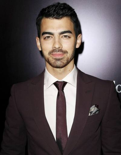 In a revealing new essay for New York magazine, Joe Jonas opens up about losing his virginity ...