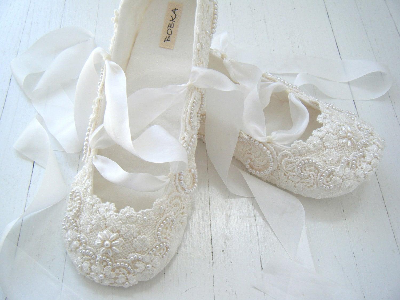 wedding flats biography bridal shoes wedding slippers Bridal Shoes Low Heel Uk Wedges Flats Designer PHotos Pics Images Wallpapers