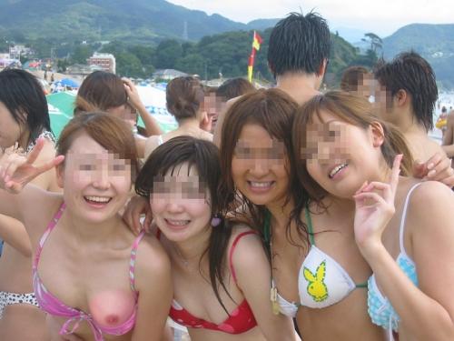 【ハプニングエロ画像】真夏に起きてほしいハプニングポロリ事件のエロ集めてみましたw 12