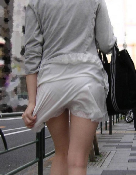 【スケスケエロ画像】女の子達のスケスケエロいばっかのハプニング画像を追及した結果ww 10