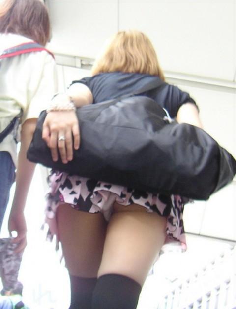 【パンチラ画像】女の子ハプニングパンチラ画像集めてみましたww 09