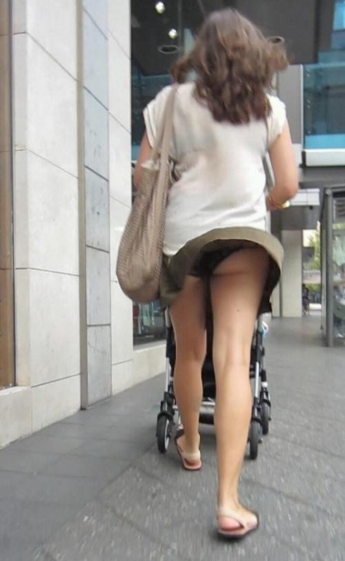 【パンチラ画像】短いスカートの女の子ども!風神様のお通りじゃあ~wwパンチラじゃあ~ww 05