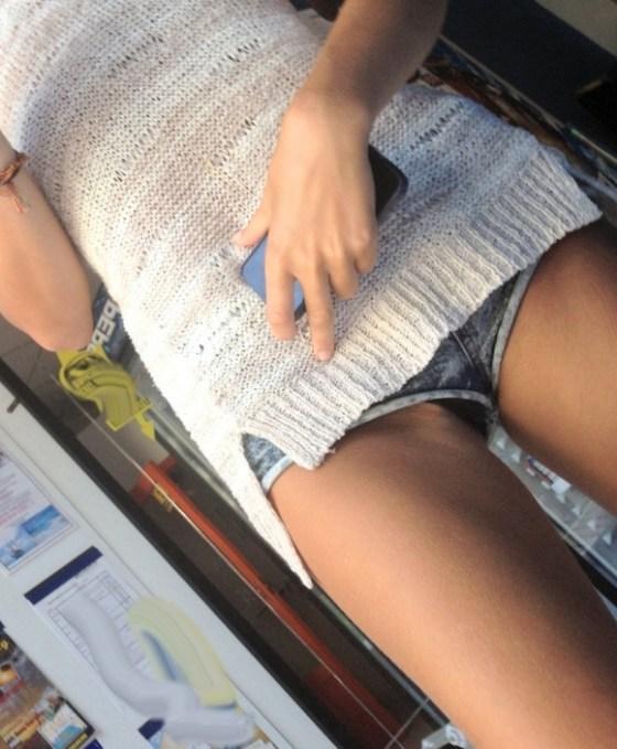 【パンチラ画像】スタイルバツグンの女の子たちのパンチラハプニング画像を集めてみましたww 06