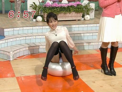 【放送事故画像】際どいカメラアングル、有名人のスカートの中身が見えた時何だか得した気分になるのは俺だけ?ww 08