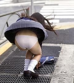 【パンチラ画像】ありがとう!神風!奇跡の一瞬、それはふわっとスカートが自然の力でめくれ上がりスカートの中が見えた瞬間ww 07