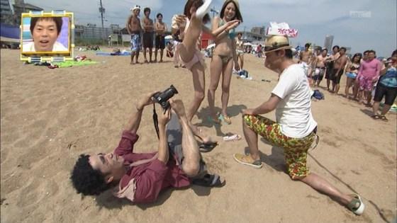 【放送事故画像】カメラの前で股を広げる女達の股の隙間が気になる! 09