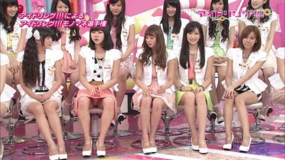 【放送事故画像】カメラの前で股を広げる女達の股の隙間が気になる! 14