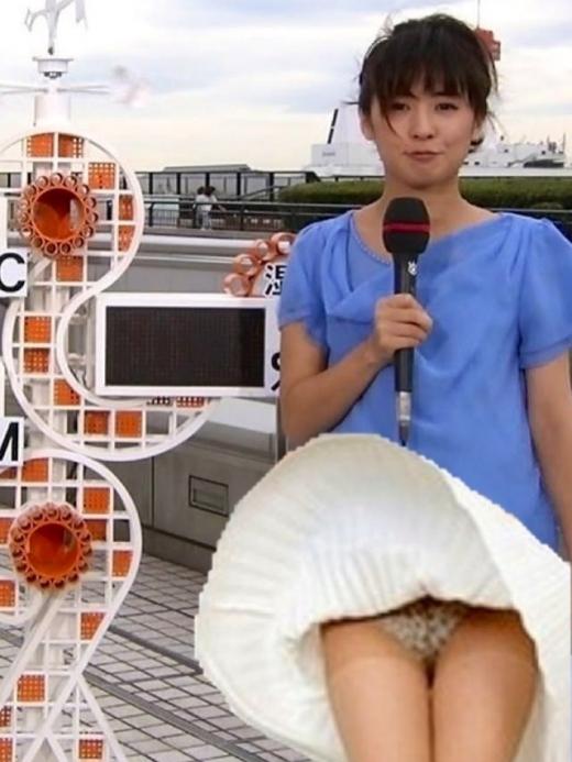 【ハプニング画像】待ちわびた瞬間が遂に来た時、スカートの中身が露わとなるw 09
