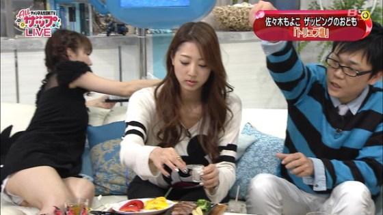 【放送事故画像】お姉ちゃんパンツ見えてる~wテレビにはっきり映ったパンチラ画像! 06