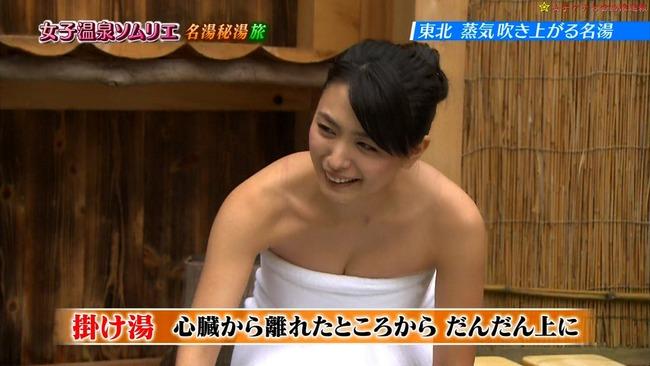 【温泉キャプ画像】バスタオル一枚でテレビに出るタレント達の体がエロすぎやしませんか??ww 11