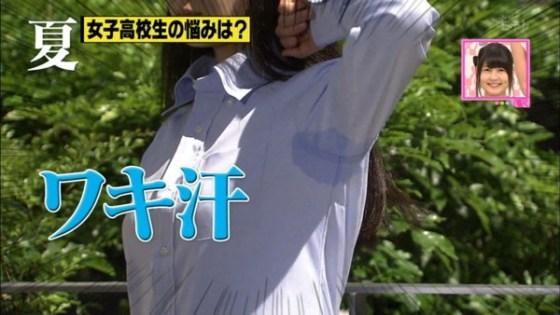 【放送事故画像】汗かいて無いつもりでも脇汗って結構かいちゃうよねぇww 16