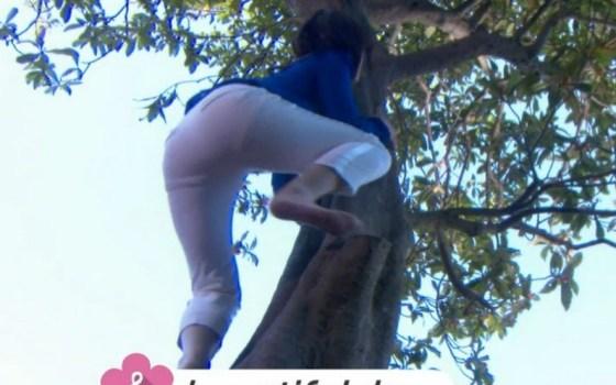【足裏キャプ画像】可愛い女の子の足の裏って臭いほど興奮するって本当なのか?www 17
