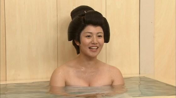 【温泉キャプ画像】温泉とかでこの格好されると物凄くオッパイ見たくてたまらなくなるよなwww 07