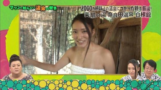 【温泉キャプ画像】芸能人たちの湯船に浮かぶオッパイが激エロでたまらんwww 13