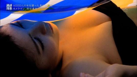 【水着キャプ画像】ビキニギャルがテレビではしゃぎすぎて巨乳がこぼれ落ちそうだwww 24