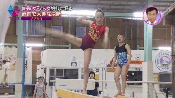 【放送事故画像】テレビでお股クパーしてマンコ注意な女性芸能人達wwww 11