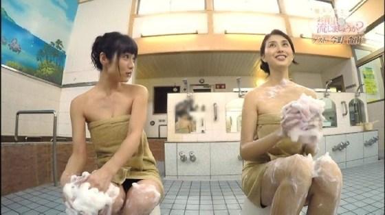 【温泉キャプ画像】バスタオル一枚でテレビに出るとやはり危険は多いのか?ww 05