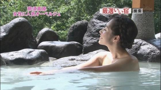 【温泉キャプ画像】バスタオル一枚でテレビに出るとやはり危険は多いのか?ww 20