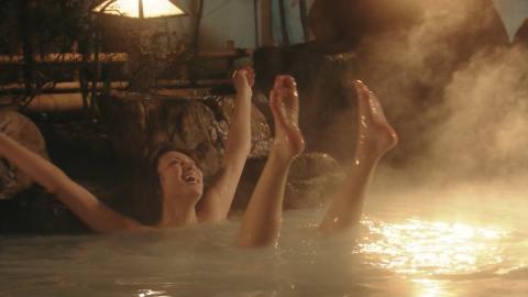 【温泉キャプ画像】バスタオル一枚でテレビに出るとやはり危険は多いのか?ww 22