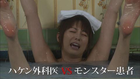 【温泉キャプ画像】バスタオル一枚でテレビに出るとやはり危険は多いのか?ww 23