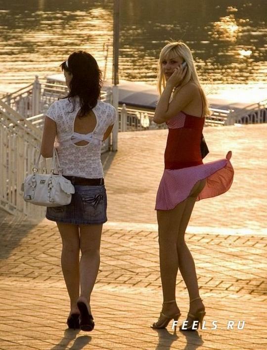 【パンチラ画像】風よもっと吹け!全ての女のスカートをめくるのだww 17
