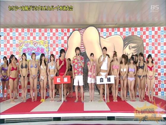 【お宝エロ画像】今年もやりました!ダラケの水泳大会w初っ端からポロリ全開でマンちらまでw (ポカポカドボン編)