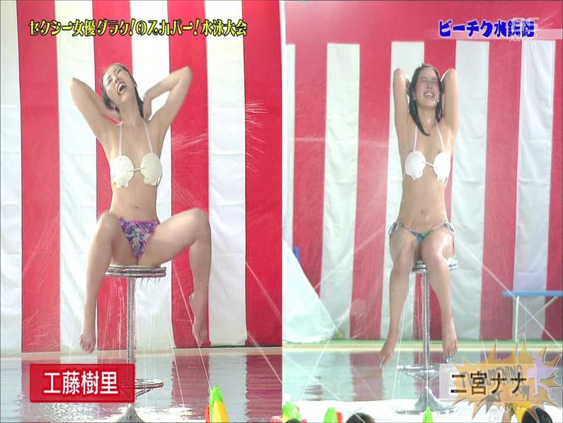 【お宝エロ画像】女優だらけのスカパー水泳大会で美女達が乳首刺激されて感じまくるww(ビーチク水鉄砲編) 11