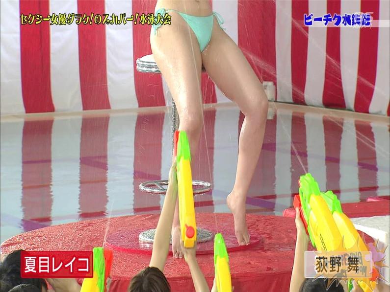【お宝エロ画像】女優だらけのスカパー水泳大会で美女達が乳首刺激されて感じまくるww(ビーチク水鉄砲編) 44