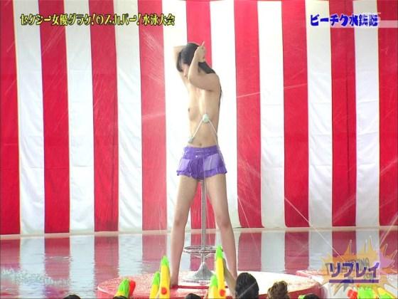 【お宝エロ画像】女優だらけのスカパー水泳大会で美女達が乳首刺激されて感じまくるww(ビーチク水鉄砲編) 72