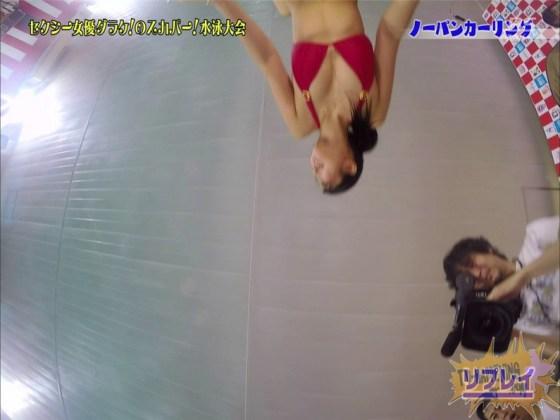 【お宝エロ画像】スカパー水泳大会でアナルが映っちゃってるぞwww(ノーパンカーリング編) 14