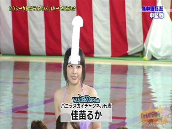 【お宝エロ画像】女優だらけのスカパー水泳大会!乳首映りまくりでもはや笑うしかないww(水中騎馬戦編) 28
