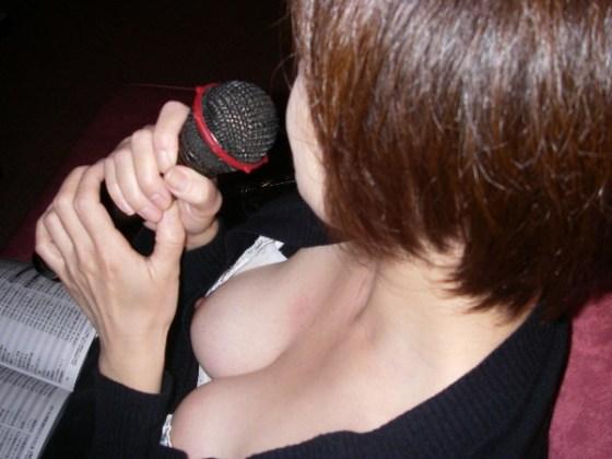 【ポロリ画像】ふと見たら、乳首まで見えた!その乳首つまんで引っ張ったろかw 18