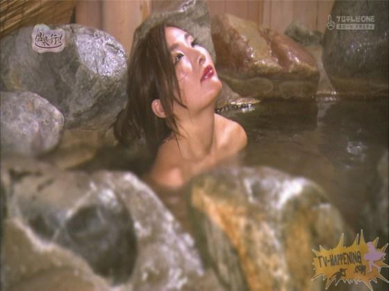 【お宝エロ画像】美女の脱衣シーンから、お尻丸出しでテレビに出ちゃう有能番組もっと温泉に行こう! 76