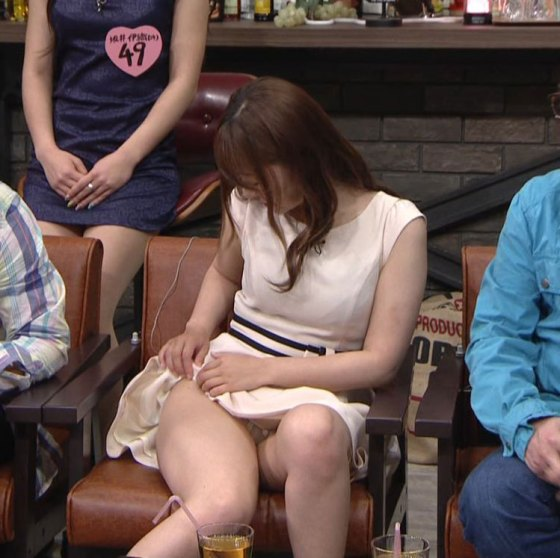 【パンチラキャプ画像】偶然なのか必然なのかテレビに映っちゃったタレント達のパンチラシーンww 07