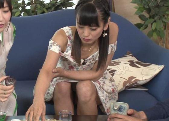 【パンチラキャプ画像】偶然なのか必然なのかテレビに映っちゃったタレント達のパンチラシーンww 09