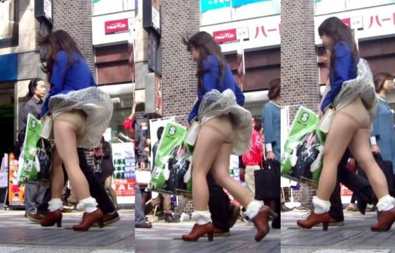 【ハプニングパンチラ画像】突然の突風により思いっきりスカートめくれちゃった素人さんww 18
