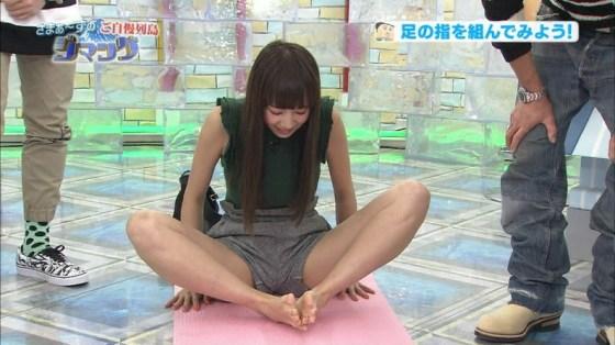 【開脚キャプ画像】テレビなのに美女がお股クパーして挿入待ちポーズwwえ!?いいんですか?w 03