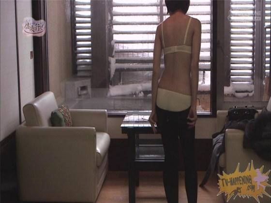 【お宝エロ画像】人気温泉番組もっと温泉に行こうで美女の生尻が見放題ww際どいシーンがタマランw 42