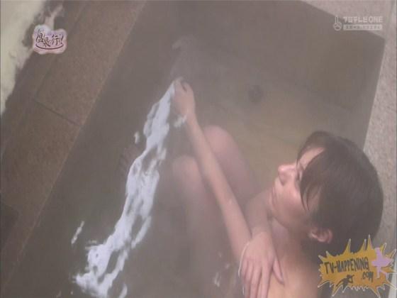 【お宝エロ画像】人気温泉番組もっと温泉に行こうで美女の生尻が見放題ww際どいシーンがタマランw 52