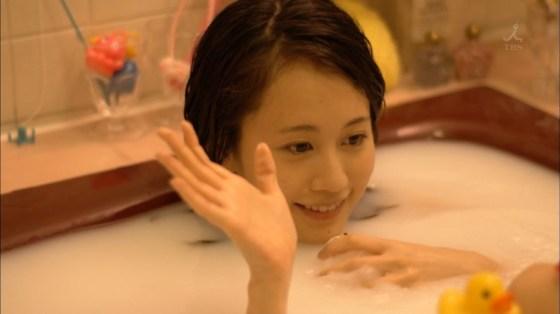 【温泉キャプ画像】温泉レポートでまたバスタオルがめくれ上がりおマンコ見えちゃうハプニング発生ww 24