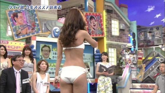 【お尻キャプ画像】テレビで水着からはみ出してる尻肉がめちゃシコww 16