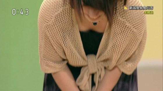 【胸ちらキャプ画像】最近の女子アナってすぐ前屈みになってオッパイ見せてくれると思わない?ww 16