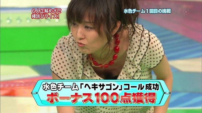 【胸ちらキャプ画像】最近の女子アナってすぐ前屈みになってオッパイ見せてくれると思わない?ww 21